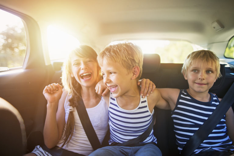 kids-having-fun-in-car-on-a-road-trip
